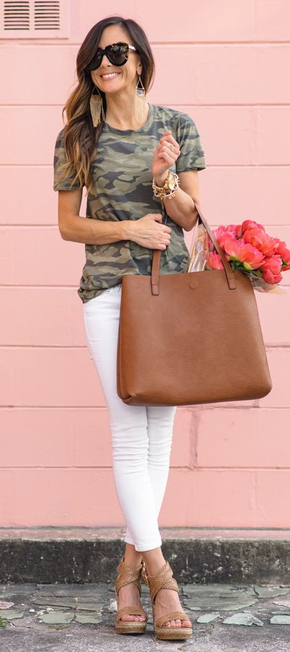 Camouflage t-shirt - White Jeans Outfit Ideas