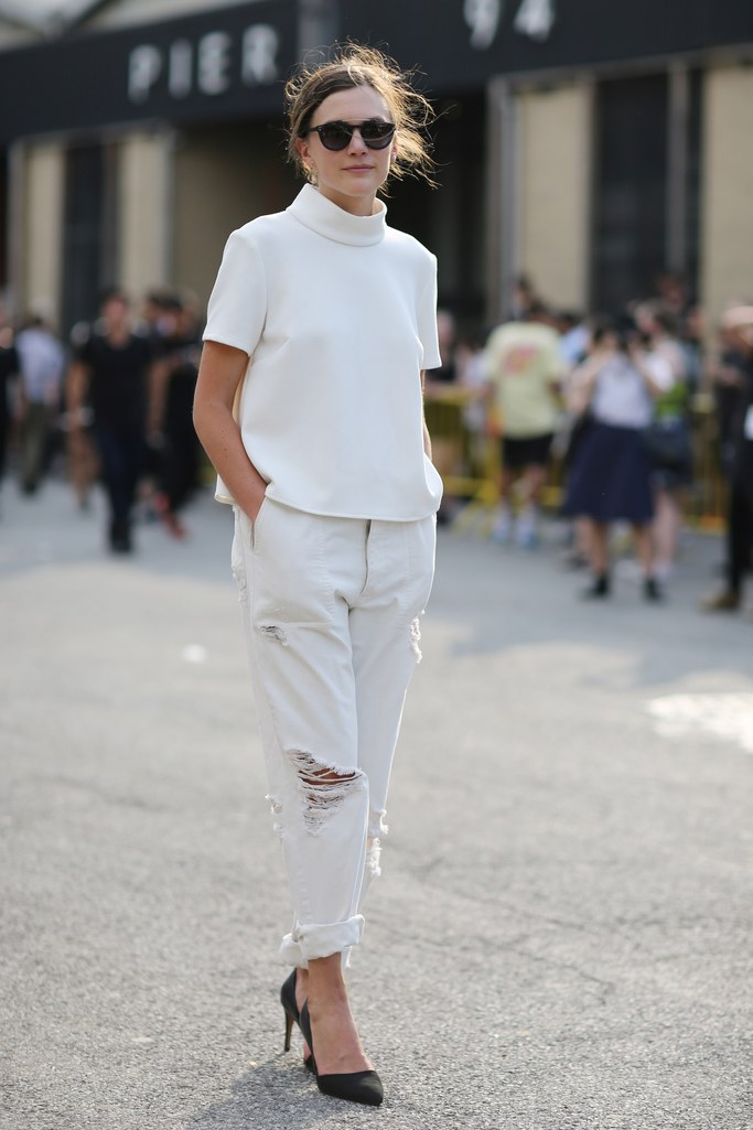 Ripped white denims - White Jeans Outfit Ideas