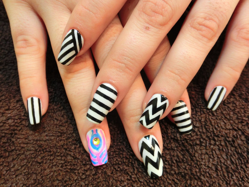 Summer Nail Colors Trend-Zig Zag