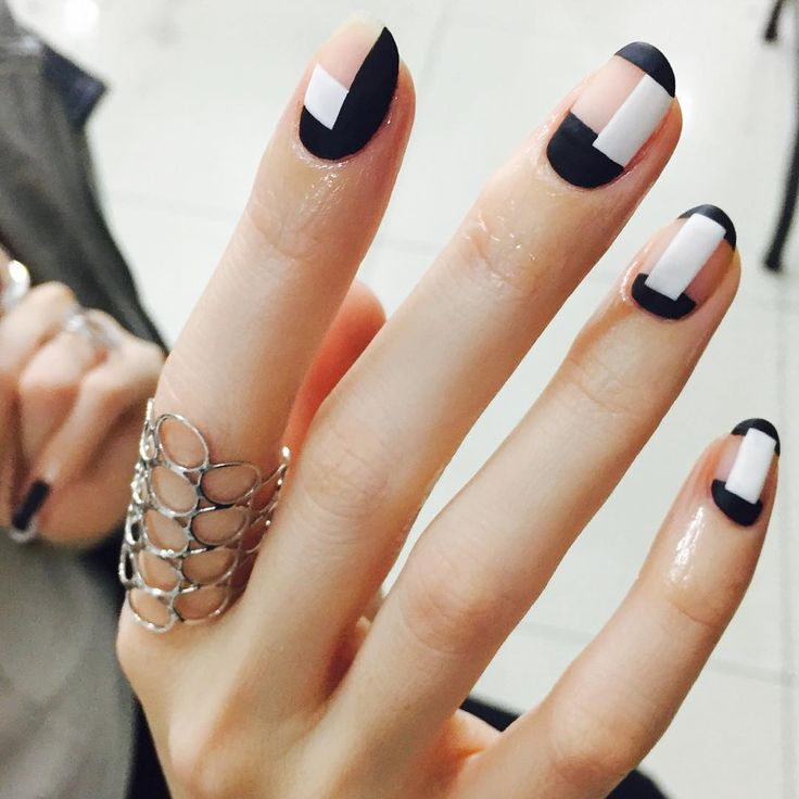 Summer Nail Color Trend From Runway-Graphic French